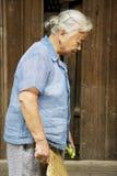 Signora cinese anziana a Daxu Immagini Stock