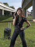 Signora cinese asiatica che fa una chiamata alle piste Fotografia Stock