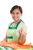 Signora della lavanderia dà il pollice su Immagine Stock