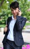 Signora di affari con il telefono Fotografia Stock Libera da Diritti