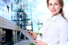 Signora di affari con lo sguardo positivo Fotografia Stock Libera da Diritti