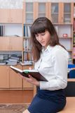 Signora #37 di affari Giovane bella ragazza nell'ufficio con i documenti Immagine Stock Libera da Diritti