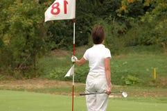 Signora di golf con la bandierina Immagine Stock