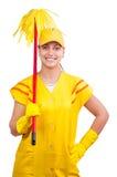 Signora di pulizia felice nei guanti da portare dell'uniforme fotografia stock