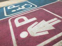 Signora e segno di handicap fotografie stock libere da diritti