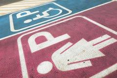 Signora e segno di handicap immagine stock libera da diritti