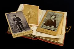 Signora e signori in una foto antica Immagine Stock