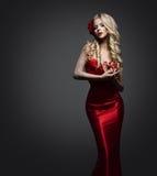 Signora elegante Dress, modello di moda in abito rosso, bella donna immagine stock