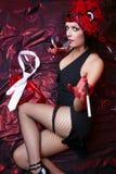 Signora In Flapper Costume Flirting del cabaret immagini stock