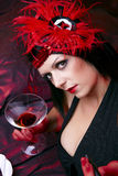 Signora In Flapper Costume Flirting del cabaret immagine stock