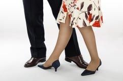 Signora in gonna variopinta con un partner di ballo Fotografia Stock Libera da Diritti