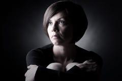 Signora graziosa Looking Up del Brunette Fotografia Stock