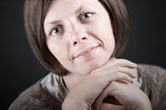 Signora graziosa Smiling del Brunette Fotografia Stock Libera da Diritti