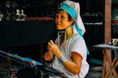 Signora lunga del collo della tribù di Padaung del lago Inle immagine stock libera da diritti