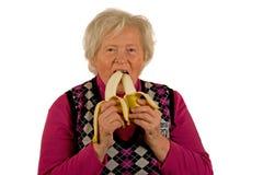 Signora maggiore con le banane Fotografie Stock Libere da Diritti