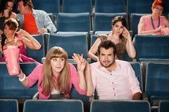 Signora maleducata In The Audience Immagini Stock Libere da Diritti