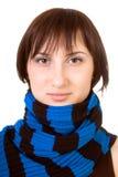 Signora marrone-eyed ritratto in una sciarpa blue-black. Immagini Stock Libere da Diritti