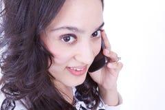 Signora messicana sul telefono delle cellule Immagine Stock