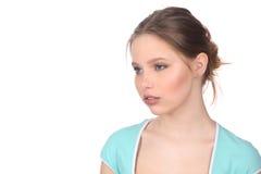 Signora nel distogliere lo sguardo superiore blu Fine in su Priorità bassa bianca Fotografia Stock