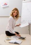 Signora offre un business plan Fotografia Stock Libera da Diritti