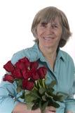 Signora pensionata con il mazzo del fiore Fotografia Stock