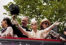 Signora più anziana durante la parata di gay pride Immagini Stock Libere da Diritti