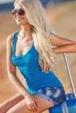 Signora pronta per un viaggio al centro balneare Fotografia Stock