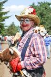 Signora senior Clown alla via Fotografie Stock
