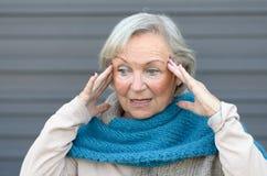 Signora senior confusa e sconcertante Immagine Stock Libera da Diritti