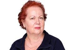 Signora senior perplessa con un aggrottare le sopracciglia imbarazzato immagini stock libere da diritti