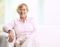 Signora senior sorridente Fotografie Stock Libere da Diritti