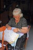 Signora Sewing Lace, Burano, Italia Fotografia Stock