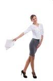 Signora sorridente dell'ufficio che cammina con i taccuini Fotografia Stock Libera da Diritti