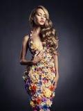 Signora splendida in vestito dei fiori Fotografia Stock Libera da Diritti
