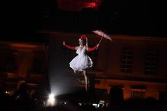 Signora vestita bianco Fotografia Stock