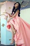 Signora in vestito rosa dalla sirena Fotografie Stock