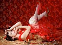 Signora in vestito rosso al carnevale Fotografie Stock