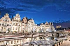 SIGNORE, BELGIO - 20 APRILE 2015: Il tram si muove velocemente nel centro urbano Fotografie Stock