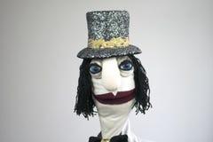Signore del burattino di mano in ritratto del cappello su fondo bianco Immagine Stock