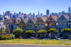 Signore dipinte e San Francisco di costruzione fotografie stock libere da diritti