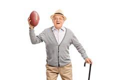 Signore senior felice che tiene un calcio Immagine Stock Libera da Diritti