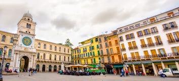 Signori de dei de Piazza Signori Square avec le vallon Orologio de Torre Photo libre de droits