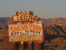 Signpost della montagna di salvezza Immagine Stock