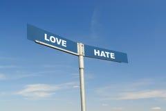 Signpost do amor e do ódio imagens de stock royalty free