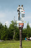 Signpost at the intersection of routes, mountain peak Great Owl Stock Photos