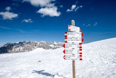Signpost in snowy Alpine mountains - Madonna di Campiglio ski ce. Nter in Italy Stock Images