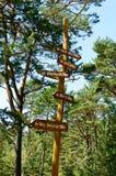signpost trä Arkivbilder