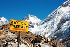 Signpost way to mount everest b.c. and himalayan p. Beautiful view of signpost way to mount everest b.c. and himalayan panorama royalty free stock photos