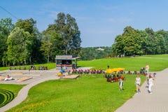SIGULDA, LETLAND - AUGUSTUS 21, 2016: Ga karts, een deel van Tarzan-Avonturenpark in Sigulda, Latv stock afbeeldingen
