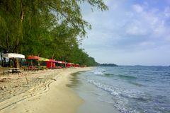Sihanoukville, Cambodge déchets sur une plage vide image libre de droits